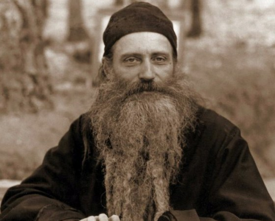 Cuviosul Părinte Serafim Rose la masa de lucru