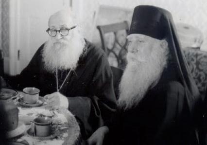 Întîistătătorul Bisericii Adevăraților Creștini Orthodocși din Grecia, pururea-pomenitul Mitropolit Calist al Corinthului, dimpreună cu canonistul Sinodului Bisericii Orthodoxe Ruse din Afara Granițelor, pururea-pomenitul episcop Grigorie Grabbe